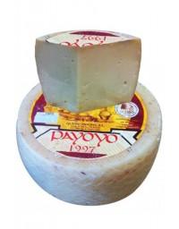 Morceau de fromage de chèvre Payoyo semiendurci